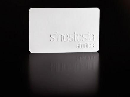 Diseño de la identidad gráfica de Sinestesia Studios.